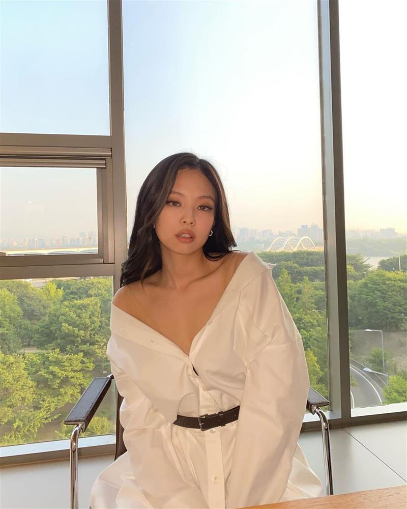 Cùng là 1 mẫu blouse/sơ mi nhưng BLACKPINK có nhiều kiểu mix mà các nàng nên học theo ngay-3