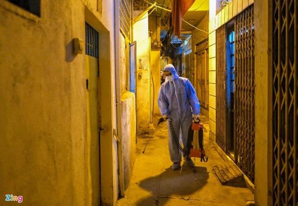 Phong tỏa nơi ở của bác sĩ mắc Covid-19 tại Hà Nội-6