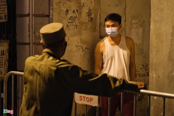 Phong tỏa nơi ở của bác sĩ mắc Covid-19 tại Hà Nội-7
