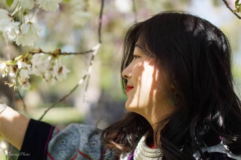 Cô gái HMông nói tiếng Anh như gió mặc cùng bộ trang phục 16 năm trước, khiến ai nấy ngỡ ngàng với sự khác biệt ở hiện tại-3