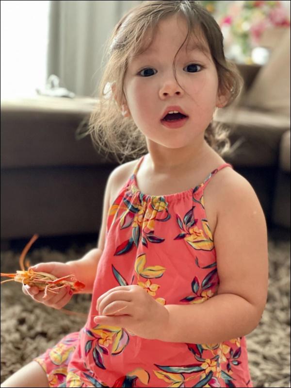 Siêu mẫu Hà Anh chia sẻ bí quyết vàng giúp con tự tin: Nghe thì đơn giản nhưng rất cần mẹ Việt thay đổi tư duy-2