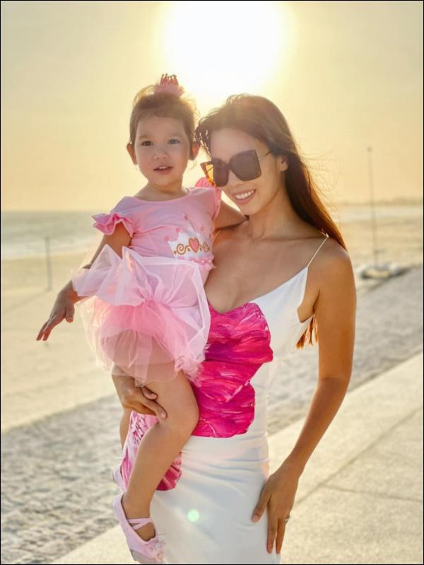 Siêu mẫu Hà Anh chia sẻ bí quyết vàng giúp con tự tin: Nghe thì đơn giản nhưng rất cần mẹ Việt thay đổi tư duy-4