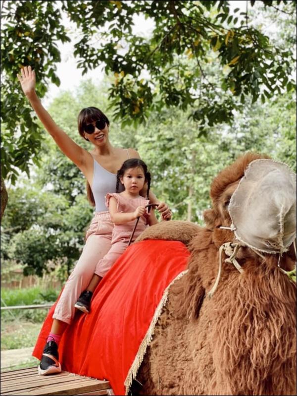 Siêu mẫu Hà Anh chia sẻ bí quyết vàng giúp con tự tin: Nghe thì đơn giản nhưng rất cần mẹ Việt thay đổi tư duy-5