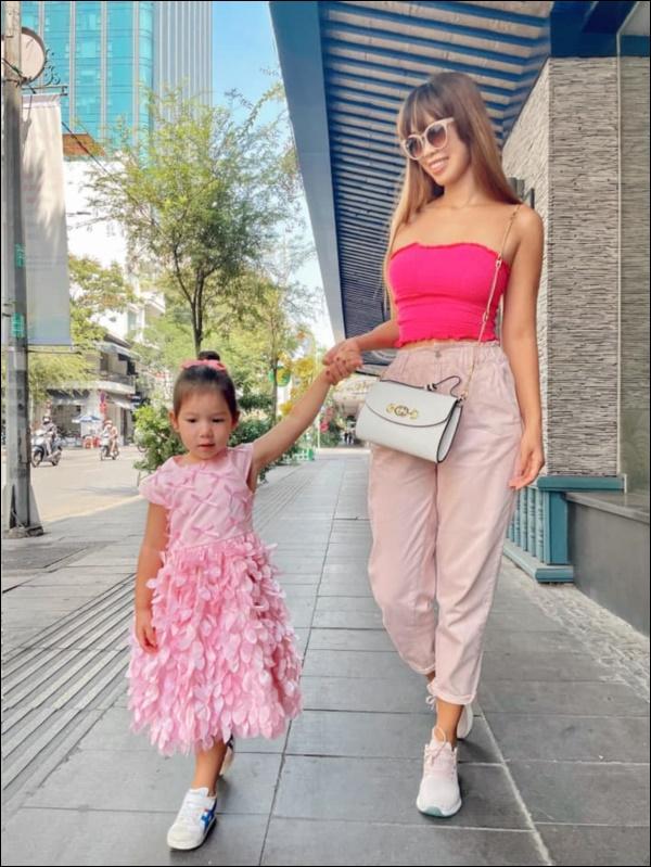 Siêu mẫu Hà Anh chia sẻ bí quyết vàng giúp con tự tin: Nghe thì đơn giản nhưng rất cần mẹ Việt thay đổi tư duy-3