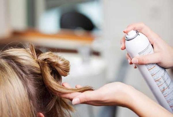 Sử dụng keo xịt tóc theo cách này giúp nhà cửa sạch sẽ, công việc dọn dẹp dễ dàng gấp nghìn lần-1