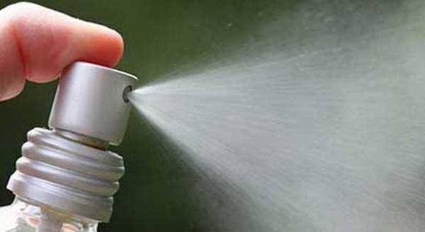 Sử dụng keo xịt tóc theo cách này giúp nhà cửa sạch sẽ, công việc dọn dẹp dễ dàng gấp nghìn lần-2