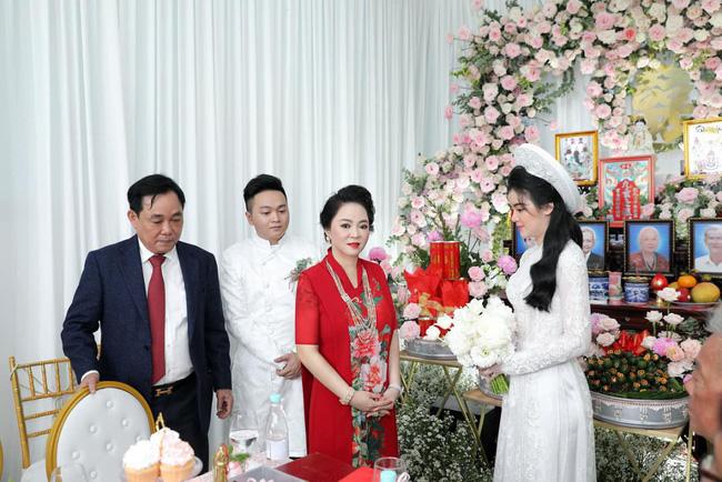 Toàn cảnh đám hỏi siêu kín tiếng của con trai bà Phương Hằng - vợ ông Dũng lò vôi tại Bình Dương, gia đình cô dâu lần đầu được tiết lộ khiến nhiều người bất ngờ-11
