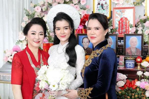 Luôn tự nhận mình đẹp, doanh nhân Nguyễn Phương Hằng liệu có lép vế khi đứng cạnh bà sui trong lễ đính hôn của con trai?