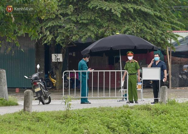 Chủ tịch Hà Nội: Phong toả BV Bệnh Nhiệt đới Trung ương cơ sở 2 do có ca dương tính mới ở cả bác sĩ, bệnh nhân, người nhà-5
