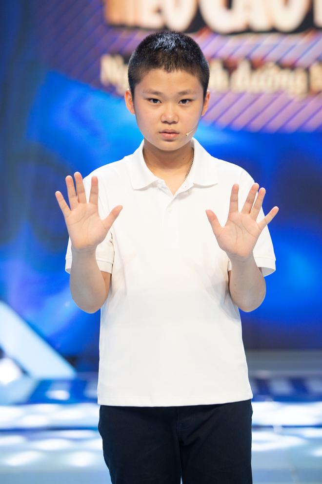 Hiện tượng TikTok 4 tuổi gây hoang mang cực mạnh khi giao lưu trên sóng truyền hình-4