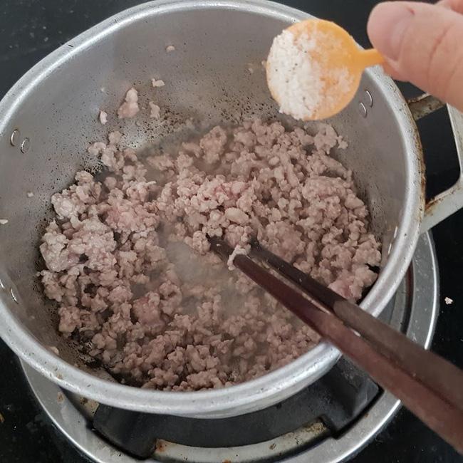 Hầu hết chị em chưa biết cách nấu miến với nguyên liệu quen thuộc này: Chưa đầy 10 phút là xong đảm bảo ngon hơn ngoài quán!-4