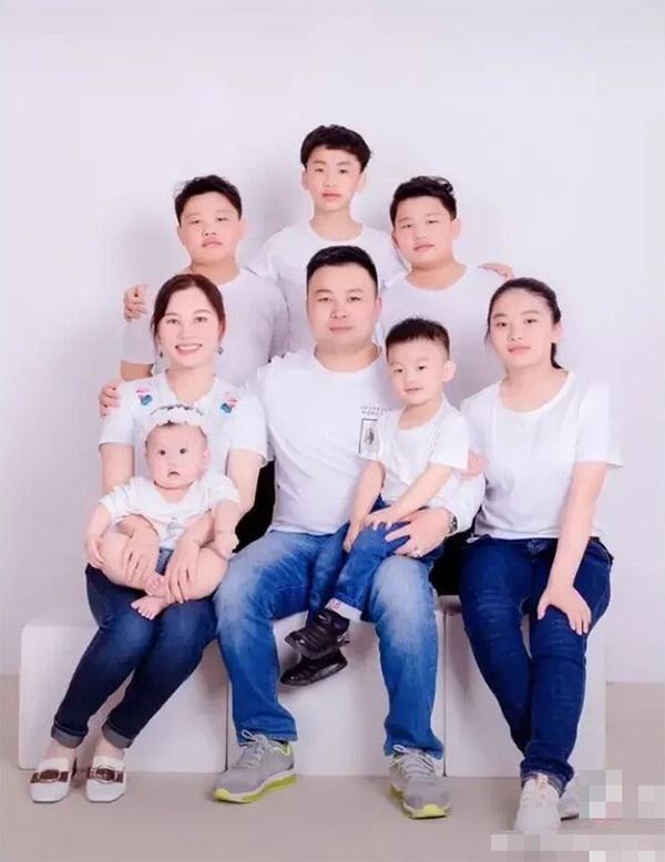 Mẹ trẻ 34 tuổi sinh liền 7 đứa con chỉ vì tiếc gen tốt của chồng nhưng đứa trẻ thông minh có thực sự được di truyền từ bố?-1