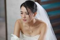 Ngay tại đám cưới, tôi giúp chồng nghe một cuộc điện thoại nhưng lại bấm nhầm loa ngoài, toàn bộ thành bãi chiến trường