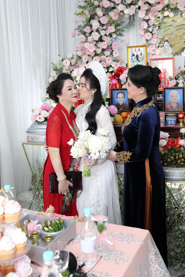 Con dâu sinh năm 96 của bà chủ Đại Nam Phương Hằng khoá Facebook sau lễ đính hôn ngập kim cương-1