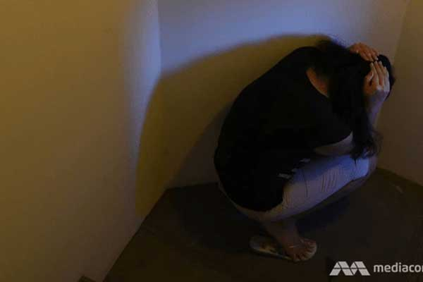 Singapore: Bắt người giúp việc ăn tóc trong nhà vệ sinh, thai phụ trả giá-1