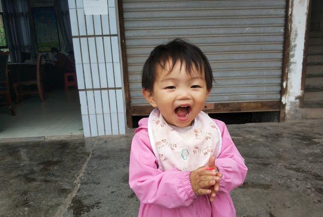 Con gái 1 tuổi không xinh đẹp như đứa trẻ khác, người mẹ lo lắng nhưng rồi thức tỉnh khi biết con có phúc nhờ những đặc điểm này-3