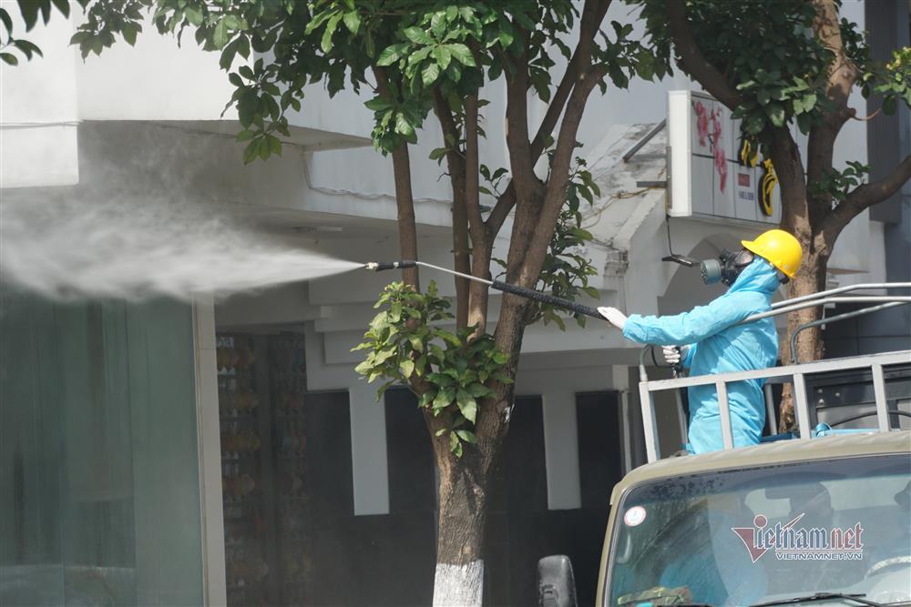 Phong tỏa khu dân cư xung quanh vũ trường lớn nhất Đà Nẵng-9