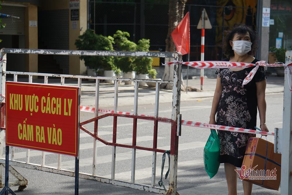 Phong tỏa khu dân cư xung quanh vũ trường lớn nhất Đà Nẵng-6