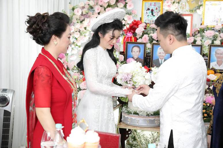 Con dâu sinh năm 96 của nữ đại gia Phương Hằng được mẹ chồng nhận xét thế nào về nhan sắc?-1