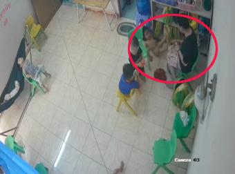 Clip: Cô giáo mầm non đánh, dúi đầu bé gái ngã ngửa ra sàn gây phẫn nộ-1