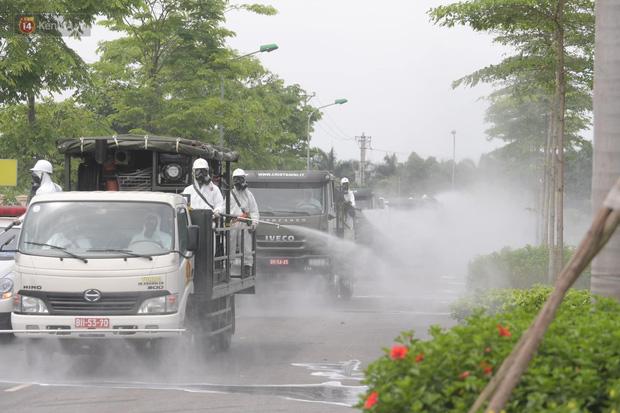 Ảnh: Quân đội tổng lực phun khử khuẩn, tiêu độc Bệnh viện Bệnh Nhiệt đới Trung ương cơ sở 2-16