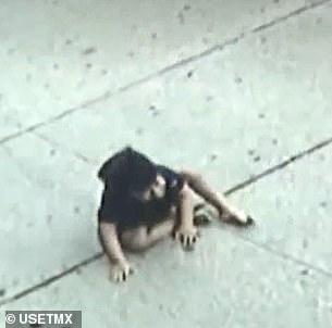 Bé trai 3 tuổi mắc hội chứng Down rơi từ tầng 5 xuống đất gây xôn xao cả khu phố, cảnh sát cũng vào cuộc điều tra-2