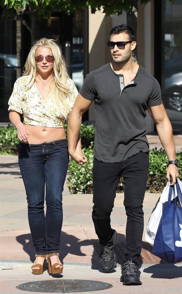 Ai đã khiến Britney Spears sụp đổ đến điên loạn?-4