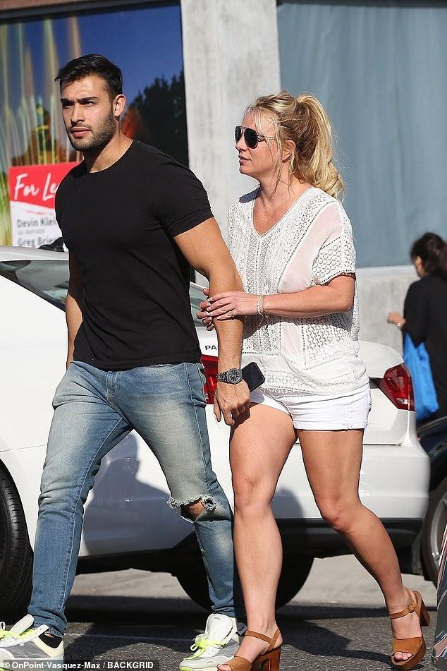Ai đã khiến Britney Spears sụp đổ đến điên loạn?-5
