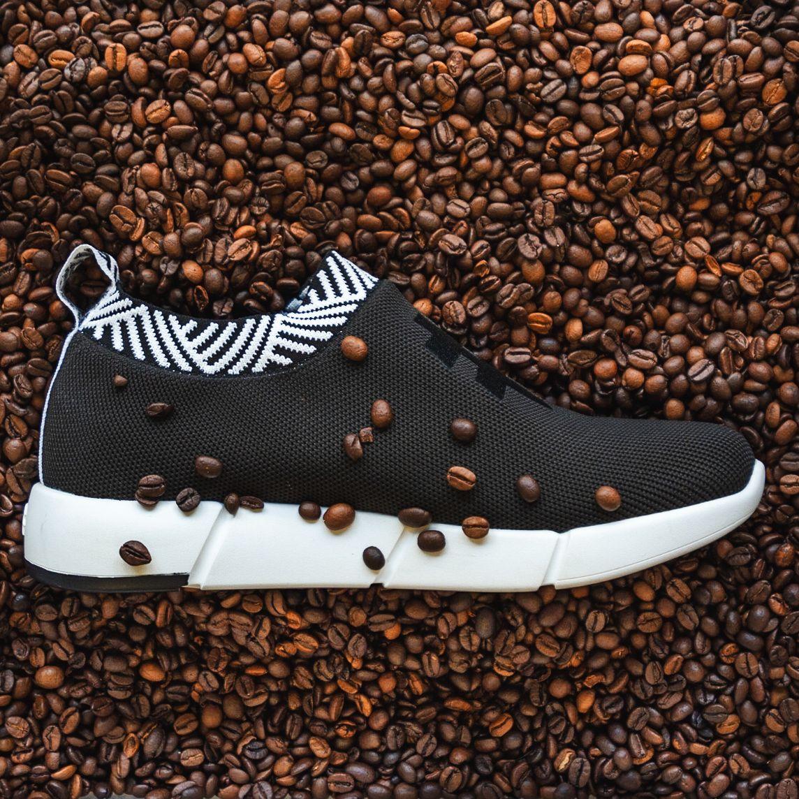 9X Việt làm giày từ bã cà phê được Forbes vinh danh nói gì khi bị tố bóc lột, huỷ hợp đồng dồn đồng hương vào đường cùng?-1
