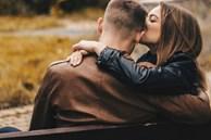 Những cử chỉ nhỏ, phụ nữ thường bỏ qua mà không biết đó chính là 'bùa yêu' khiến các ông chồng 'bấn loạn'