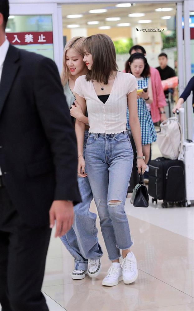 Học Lisa 13 cách diện quần jeans siêu cấp sành điệu, chị em sẽ không thể mặc xấu-12