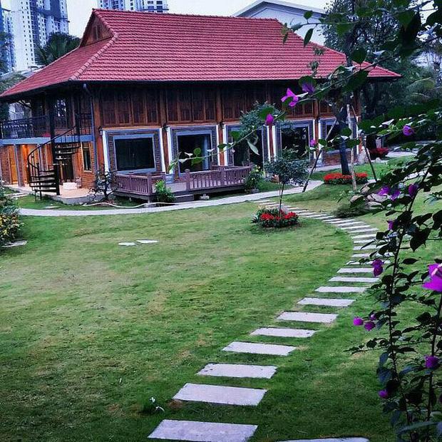 """Biệt phủ rộng thênh thang, kết cấu như resort của Xuân Bắc: Được xây bằng gỗ tự nhiên, nhìn toàn cảnh sân vườn thôi mà choáng""""-2"""