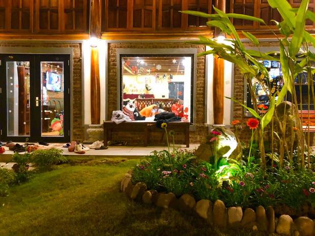 """Biệt phủ rộng thênh thang, kết cấu như resort của Xuân Bắc: Được xây bằng gỗ tự nhiên, nhìn toàn cảnh sân vườn thôi mà choáng""""-4"""