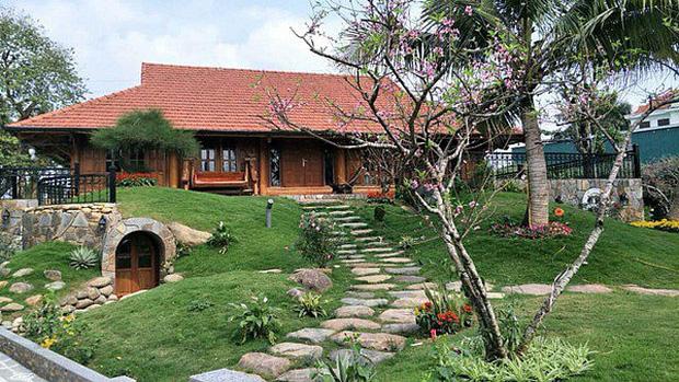 """Biệt phủ rộng thênh thang, kết cấu như resort của Xuân Bắc: Được xây bằng gỗ tự nhiên, nhìn toàn cảnh sân vườn thôi mà choáng""""-5"""