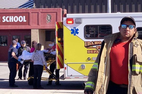 Chấn động: Nữ sinh lớp 6 xả súng ở trường học Mỹ khiến 3 người bị thương, học sinh và phụ huynh hoảng loạn tột độ-2