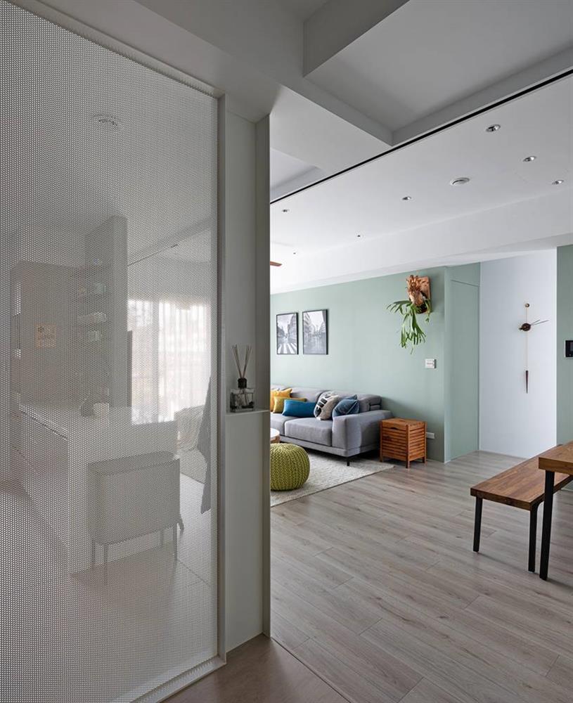 Căn nhà có diện tích 24m2 với lối thiết kế thông minh giúp không gian cực kỳ thoáng mát, mỗi bước chân như lạcvào khu rừng xanh tươi-4