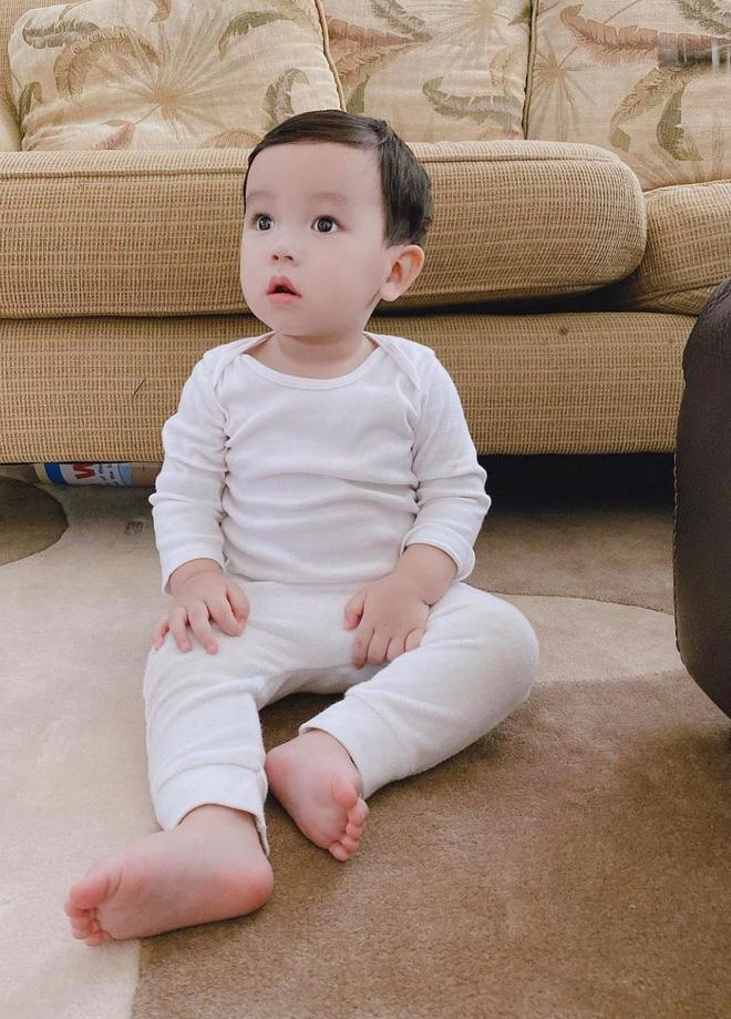 Phạm Hương tung ảnh quý tử lúc 4 tháng tuổi, H'Hen Niê và bạn gái Phillip Nguyễn nhanh như chớp bình luận điều này!-5