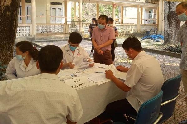 Nóng: Điện Biên ghi nhận 1 ca dương tính với SARS-CoV-2 đi cùng chuyến bay chuyên gia Trung Quốc-1