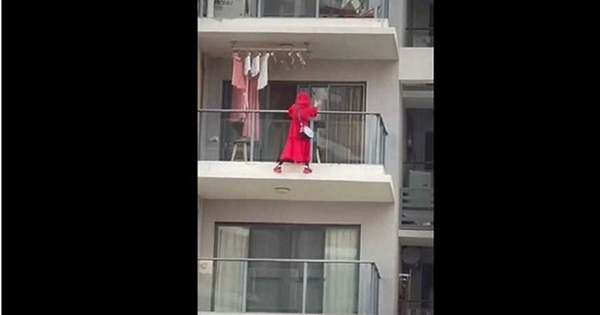 Cô gái diện đồ đỏ uốn éo ngoài lan can để quay clip nhưng bất ngờ ngã tử vong, thư tuyệt mệnh tìm thấy tại hiện trường làm cảnh sát bối rối-1
