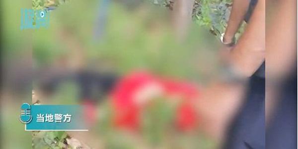 Cô gái diện đồ đỏ uốn éo ngoài lan can để quay clip nhưng bất ngờ ngã tử vong, thư tuyệt mệnh tìm thấy tại hiện trường làm cảnh sát bối rối-4