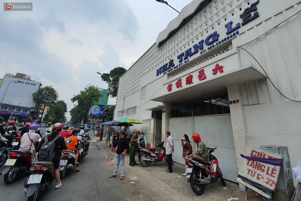 Người thân ngã quỵ, chờ đợi đón nhận 8 thi thể trong vụ cháy ở Sài Gòn: Thằng Đ. nó hẹn lên chơi ít bữa rồi về, vậy mà có về được nữa đâu-7