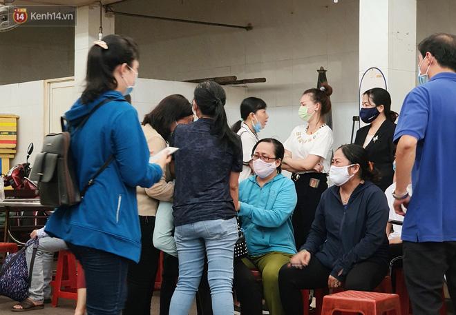 Người thân ngã quỵ, chờ đợi đón nhận 8 thi thể trong vụ cháy ở Sài Gòn: Thằng Đ. nó hẹn lên chơi ít bữa rồi về, vậy mà có về được nữa đâu-4