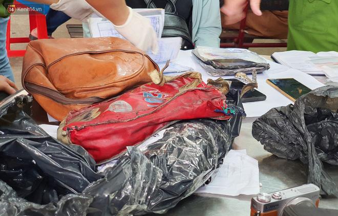 Người thân ngã quỵ, chờ đợi đón nhận 8 thi thể trong vụ cháy ở Sài Gòn: Thằng Đ. nó hẹn lên chơi ít bữa rồi về, vậy mà có về được nữa đâu-12