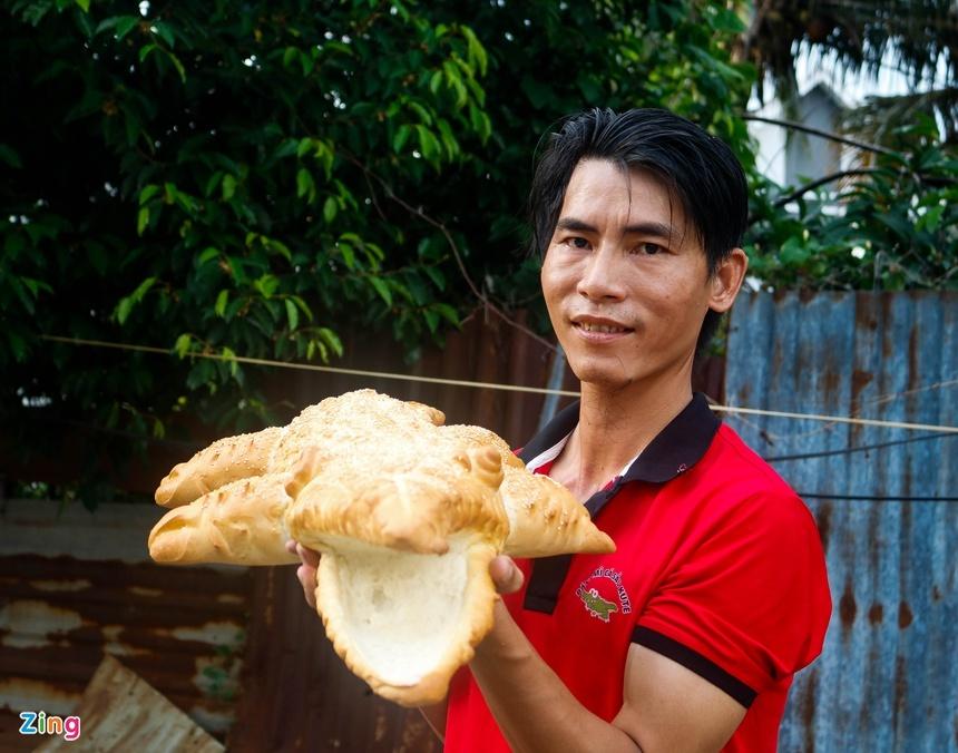 Bánh mì cá sấu khổng lồ độc đáo ở Sài Gòn-1