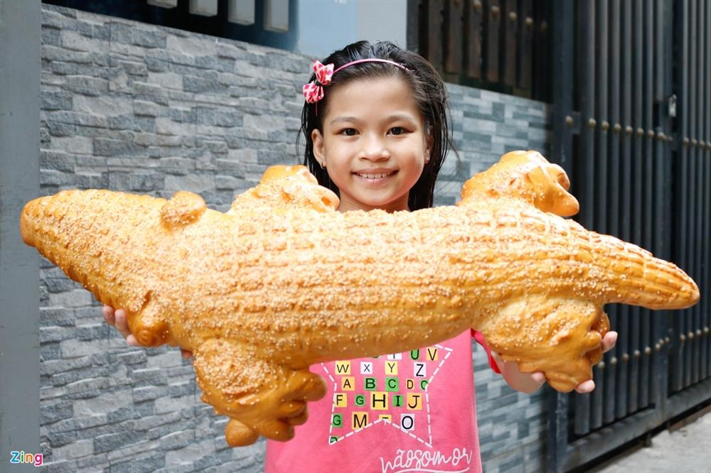 Bánh mì cá sấu khổng lồ độc đáo ở Sài Gòn-7