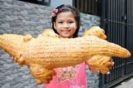 Bánh mì cá sấu khổng lồ độc đáo ở Sài Gòn