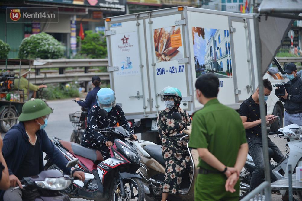 Hà Nội: Cận cảnh khu vực phong toả 6.000 dân ở Thường Tín, nhiều người đi làm ngỡ ngàng phải quay xe-11