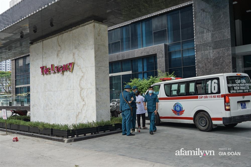 Hà Nội: Thai phụ mắc COVID-19 ở chung cư The Legacy được đưa tới khu cách ly, điều trị-1