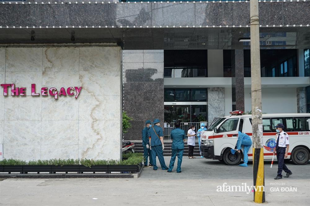 Hà Nội: Thai phụ mắc COVID-19 ở chung cư The Legacy được đưa tới khu cách ly, điều trị-4