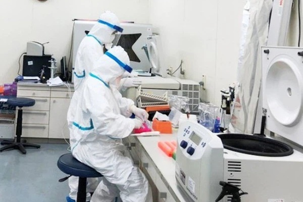 Hoà Bình phát hiện 2 người làm việc tại quán cơm bán cho lái xe đường dài dương tính với SARS-CoV-2